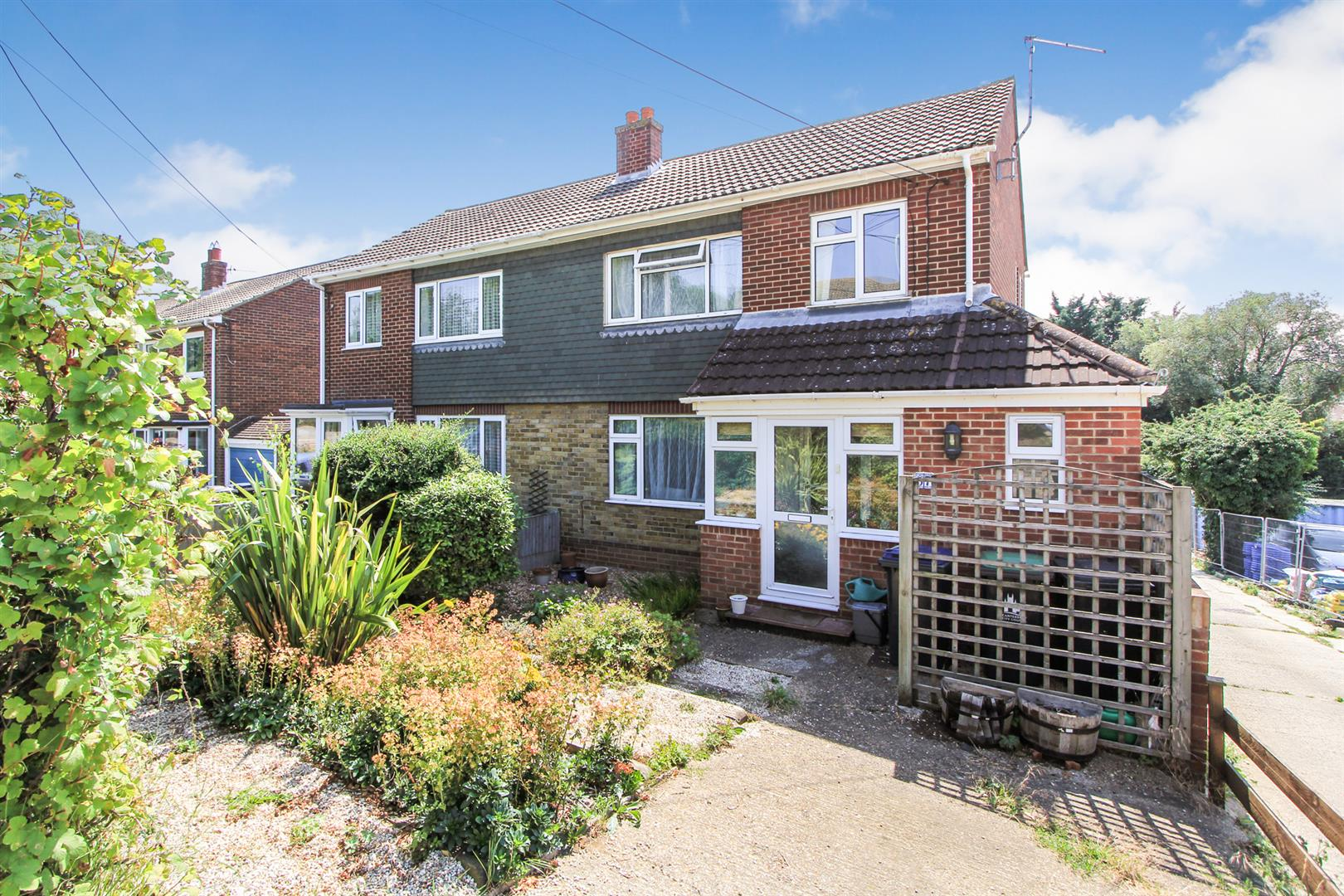 3 Bedrooms Semi Detached House for sale in Millstrood Road, Whitstable